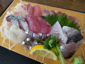 鹿児島1日目:市場食堂で感動的なお刺身とカマの塩焼きに出会う!九州の醤油は甘い!?
